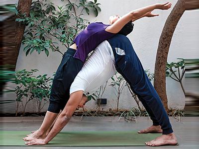 2 J10 2015 Couple Yoga3 PARTNER BREATHING