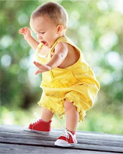 Here's how you can help your baby take her first steps
